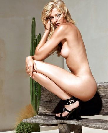 Miriam Schwarz  nackt