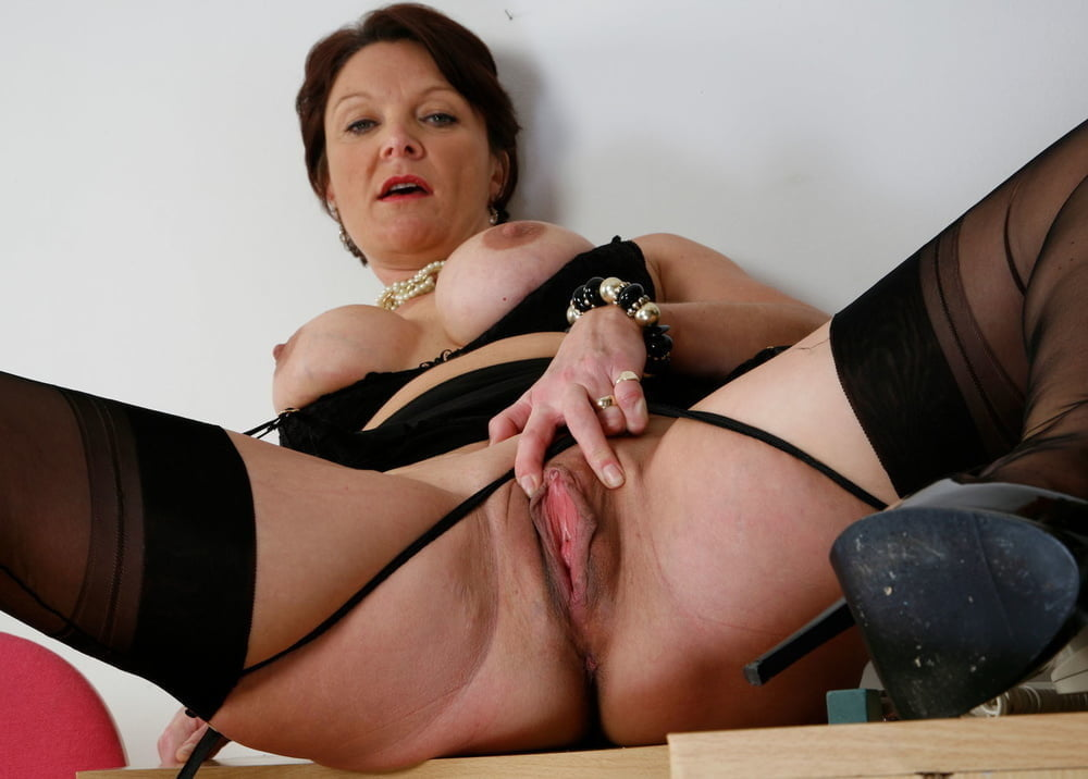 Free mature woman erotic photos