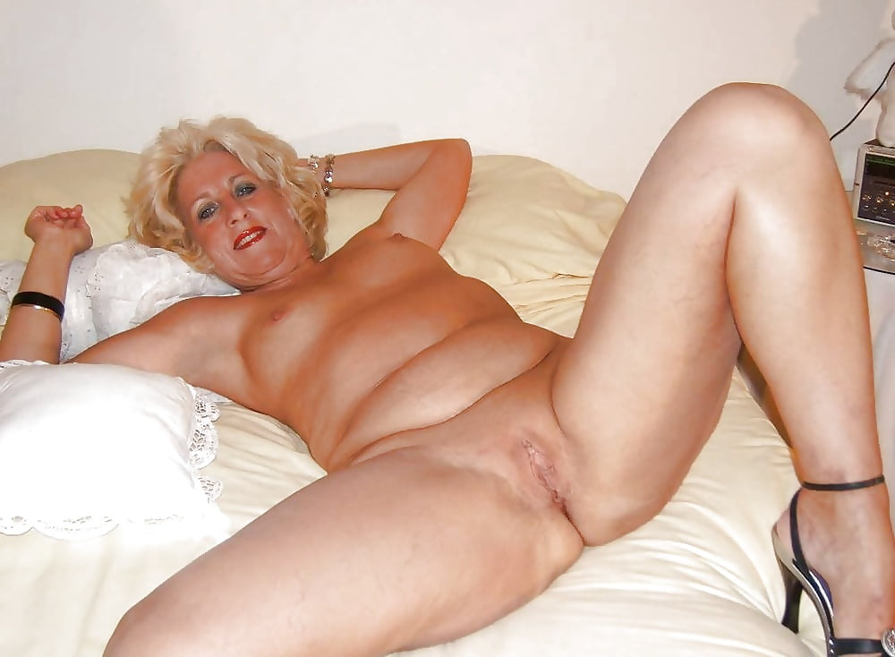 Naked Mature Women Hairy Pussy