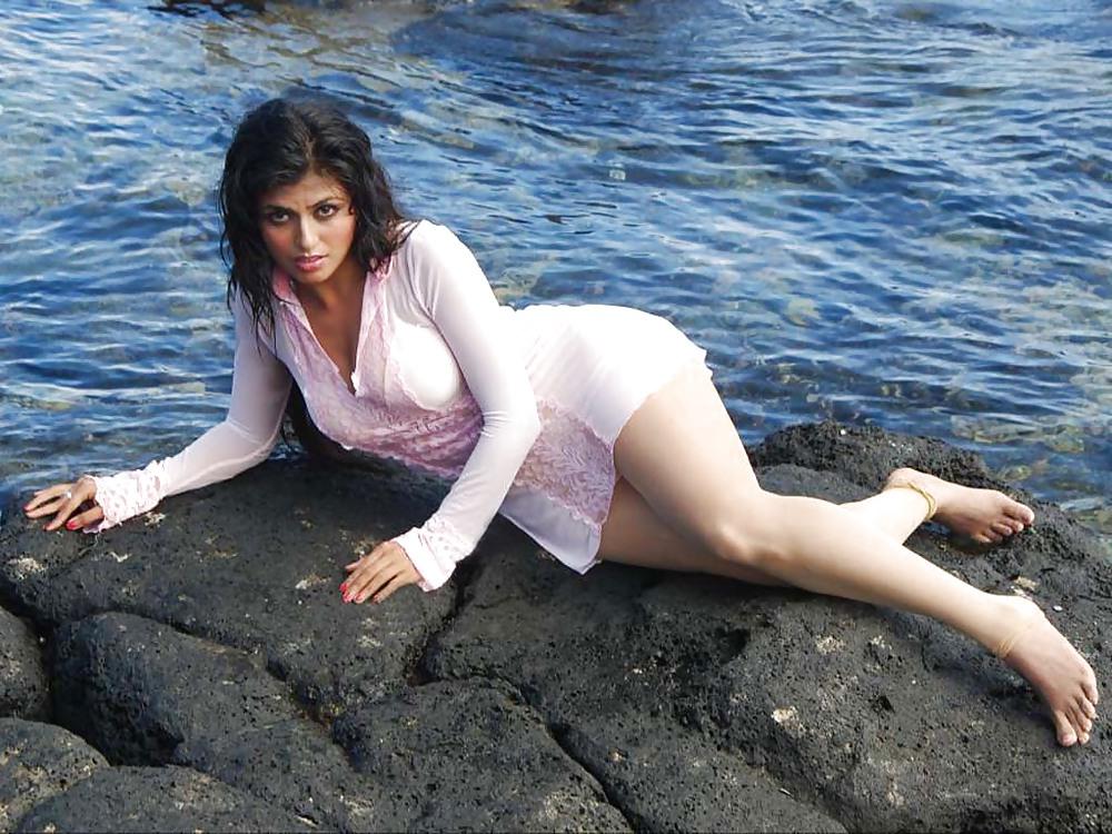 Karthika nude photos