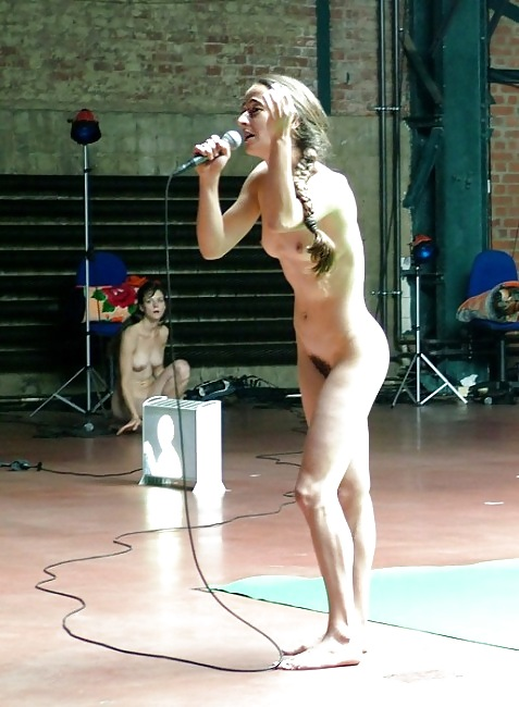 Girl singing naked and fucking — pic 10