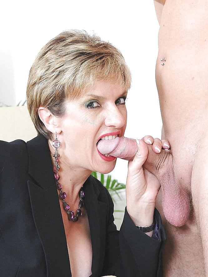 Adulterous Uk Mature Lady Sonia Presents Her Massive Boobs