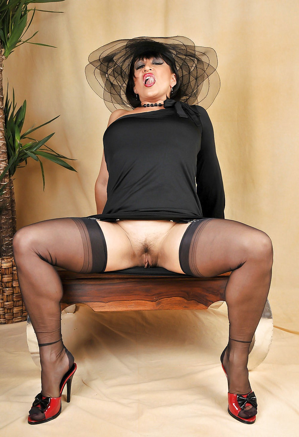 mature-stockings-galleries-free-pictures-naked-large-women