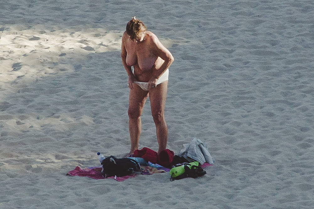 Naked old men on the beach-6435