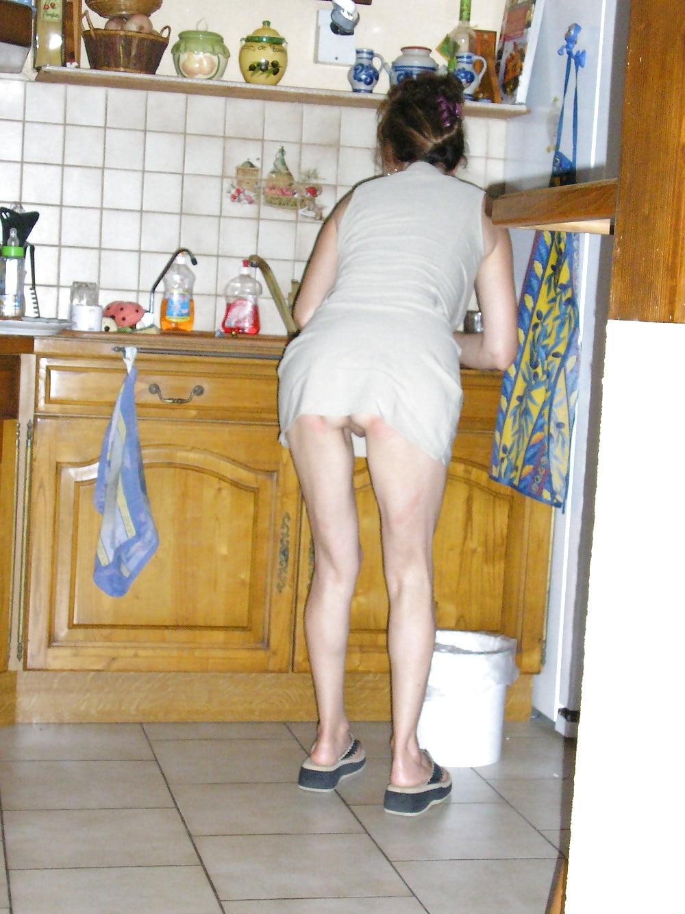 По дому без трусиков, видео порно на шубе