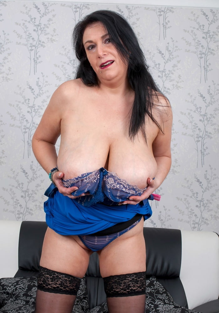 Bras for large heavy breasts