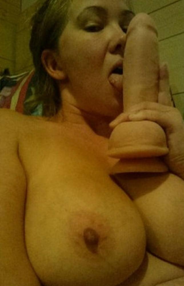 Dumb whore Kimberly Smith wants to be exposed - 5 Pics
