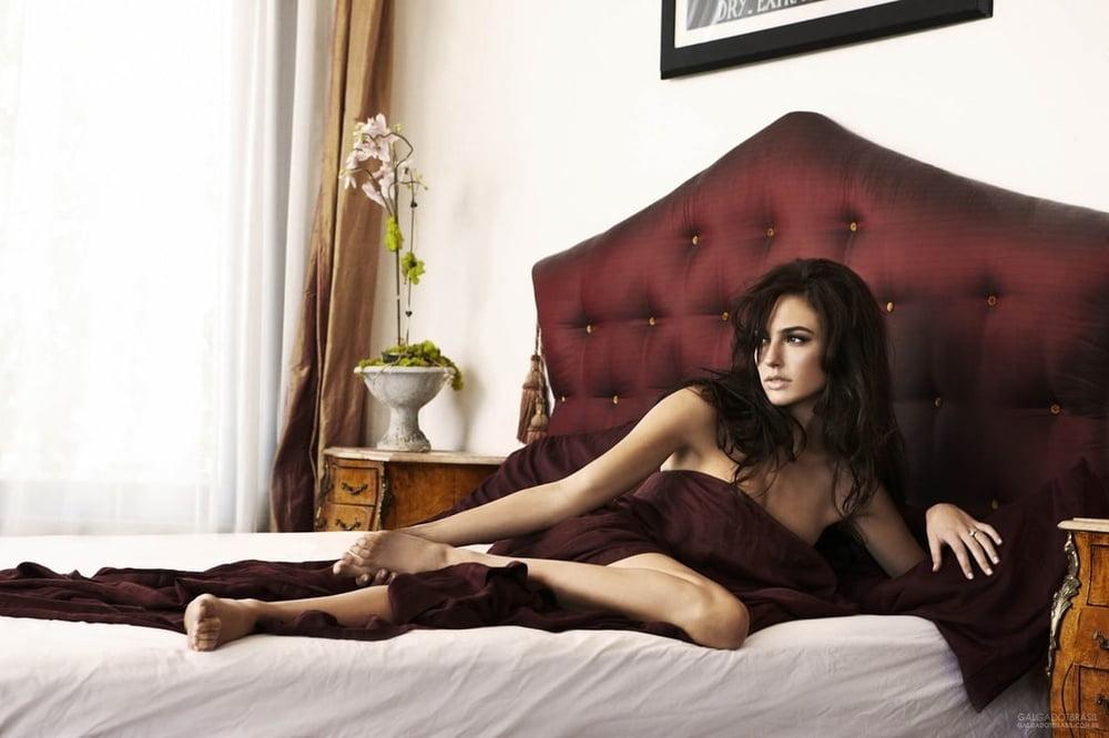 Gal Gadot Erotic Gallery - 102 Pics