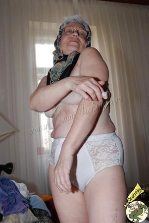 Brutaler Omasex mit behaarter Franzosen Granny