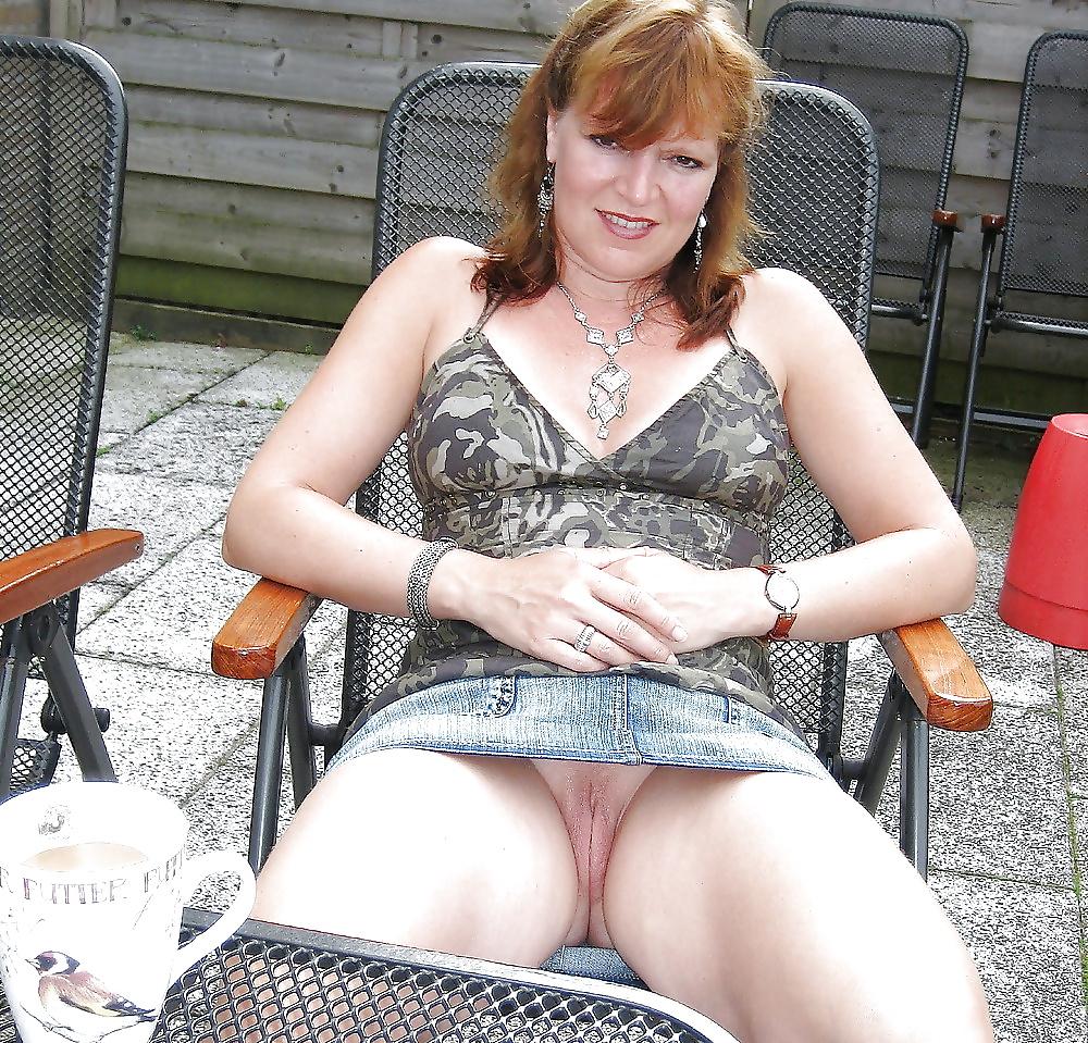 Порно онлайн у зрелых под юбкой #9