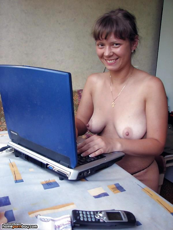 amature-wifes-on-computer-naked