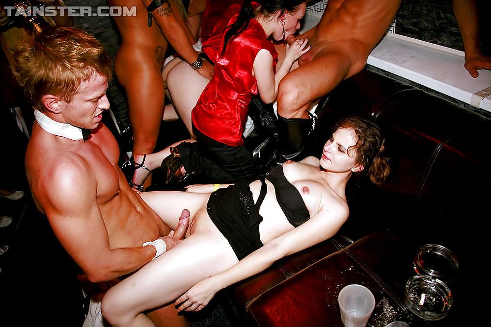 На вечеринке трахают только в жопу — photo 3