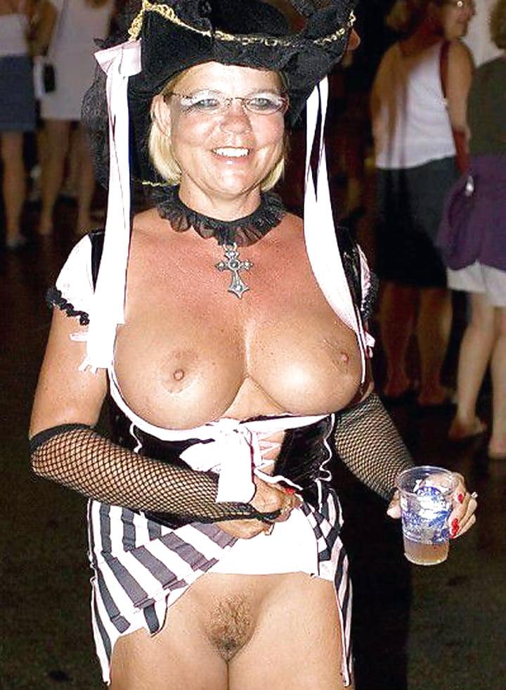 Henger blow sexy grannies porn carnival vintage porn