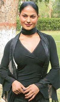 Topless Veena Malik Nude Pic Pictures
