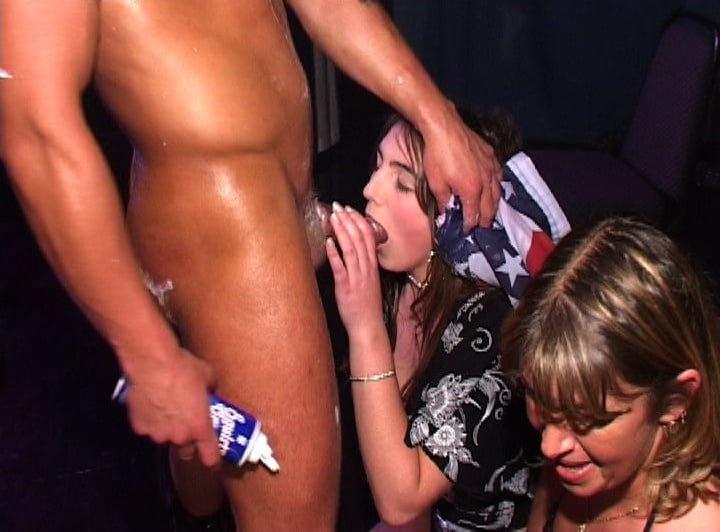 Lucky male strippers get sucked by horny chicks
