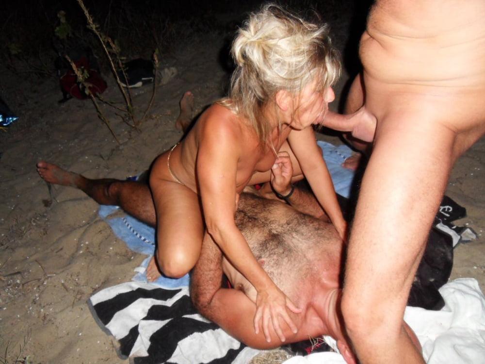 мою жену ебут на пляже стала поочерёдно