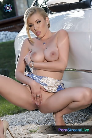 donna bell rubs her pussy