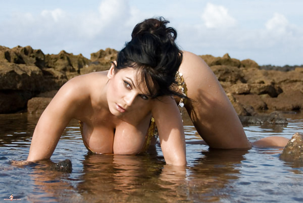 Attractive Naked Photos Of Denise Milani Scenes