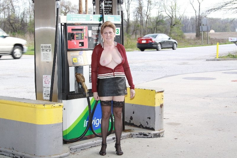 naked-at-a-gas-station-see-my-naked-stepsister