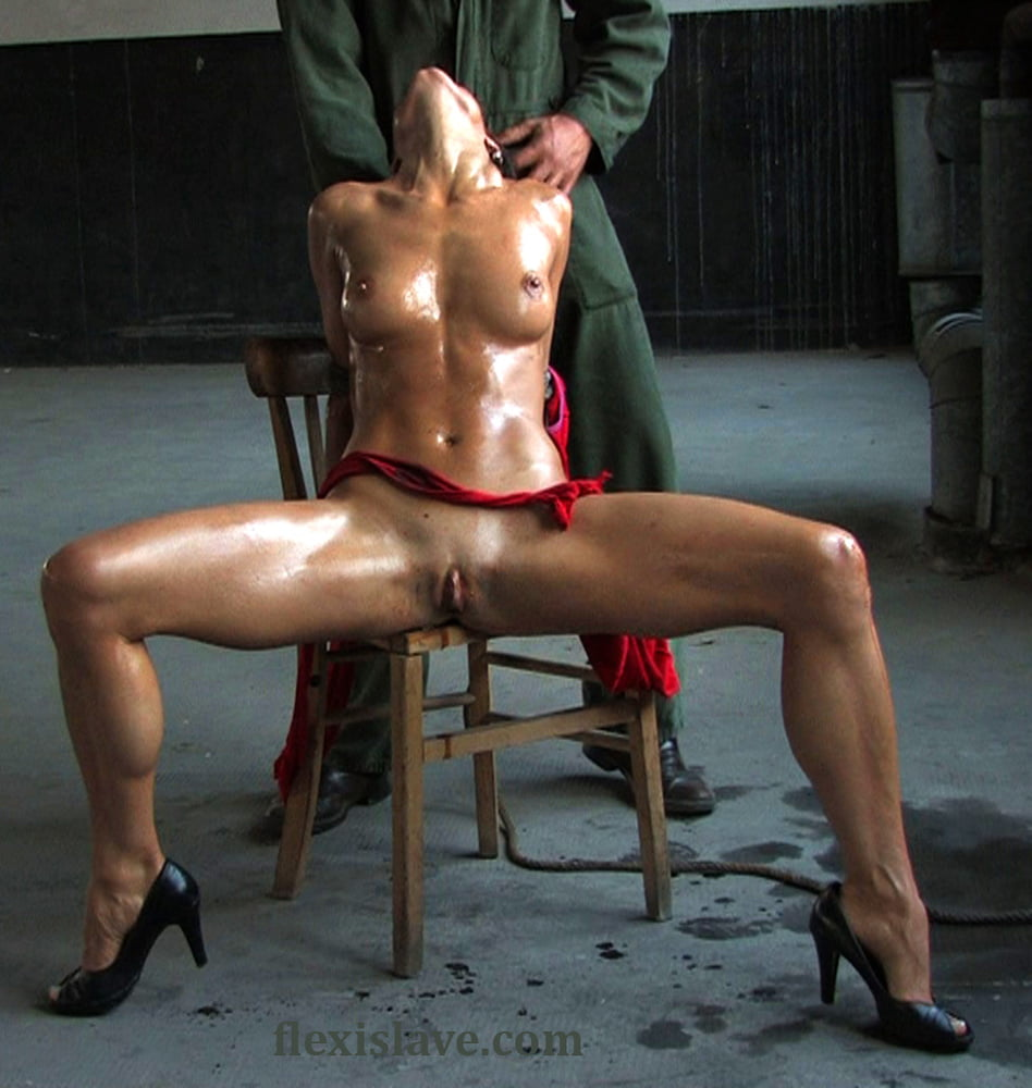 Fitness milf Alex Zothberg nude oiled whipping - 29 Pics