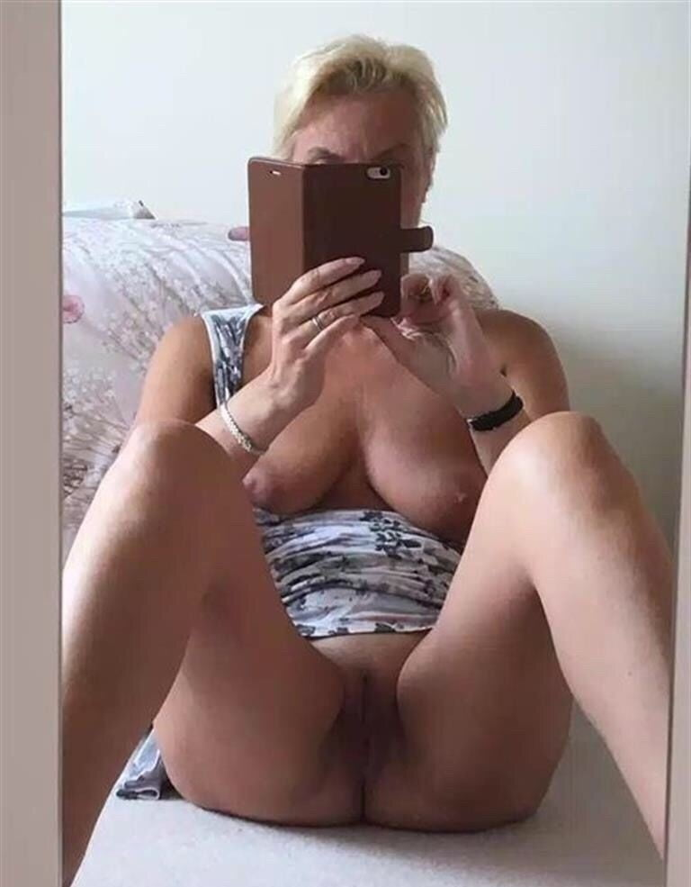 Nude mom with phone, qc labs penetrate inspect