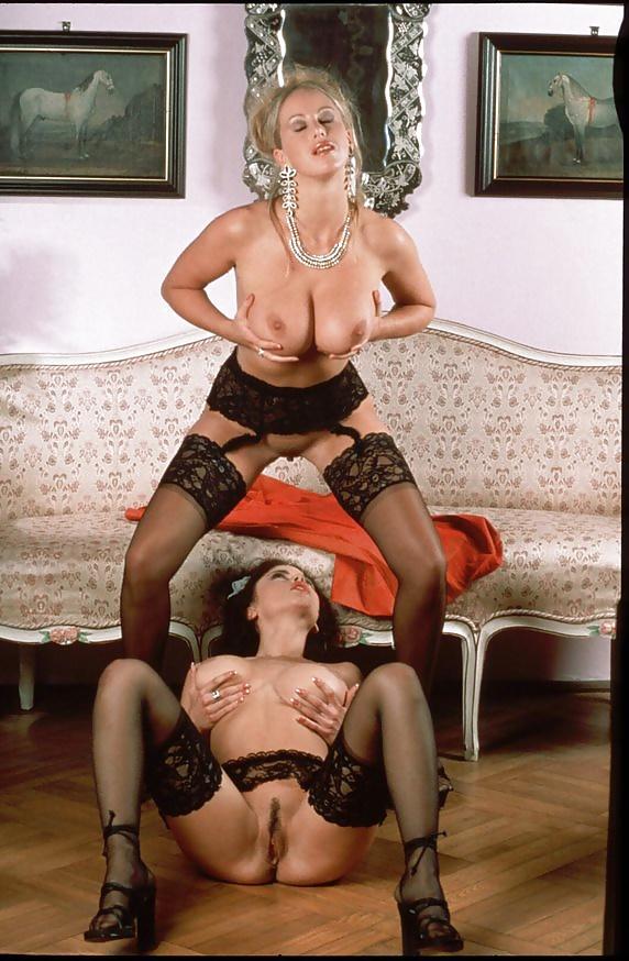 Lesbian seduces girl-3644