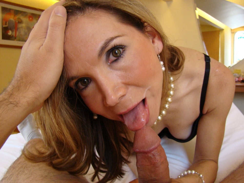 Milf blowjob picture galleries — img 4