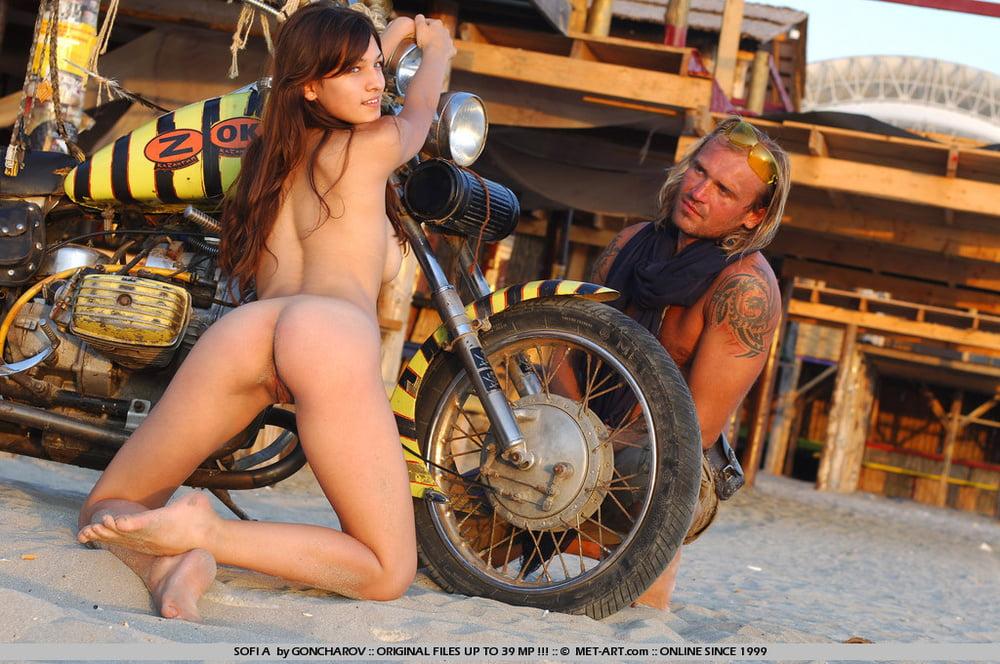 dirt-bike-chicks-naked