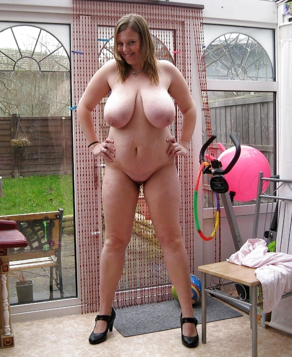 Housewife With Big Natural Tits Shows Off