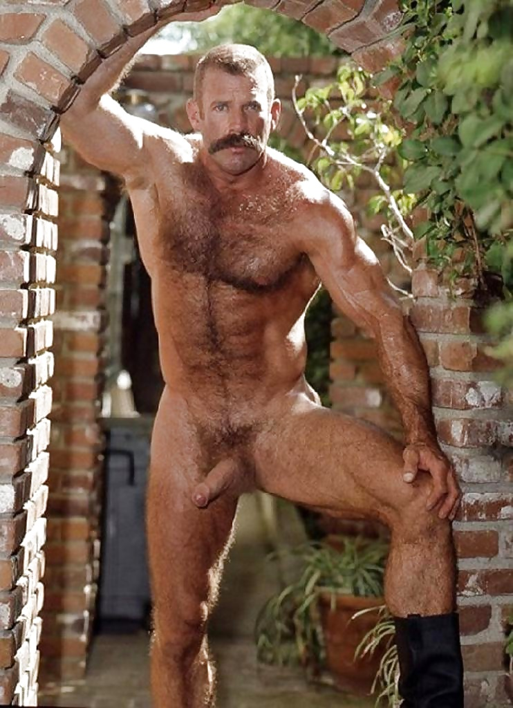 naked-muscle-dads