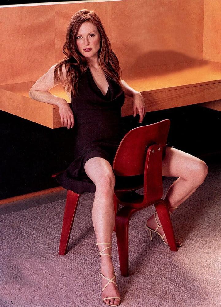 Celebrity Boobs - Julianne Moore - 141 Pics