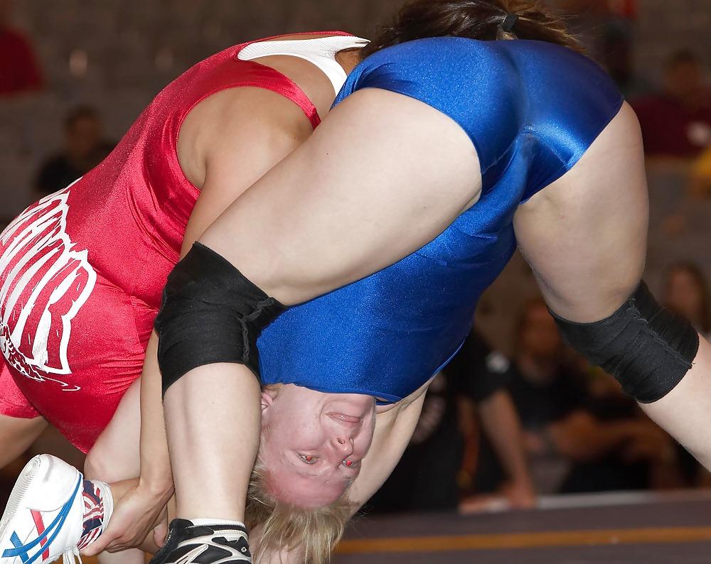 girls-wrestling-pussy-slip-body-fuck