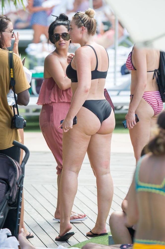 Fat ass celebs #4