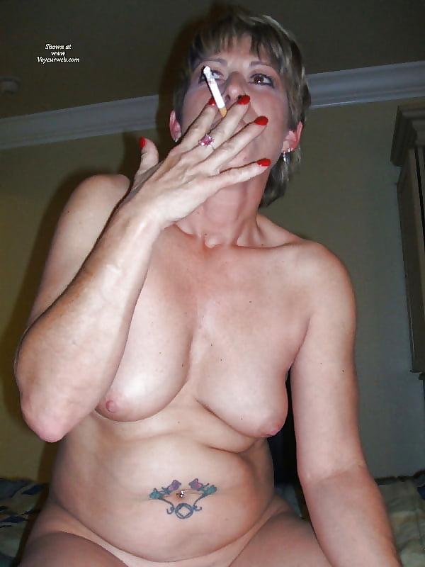 Amateur chubby women smoking pot — photo 14