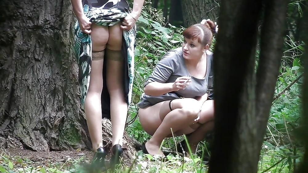 дрочка скрытой камерой в парке одному
