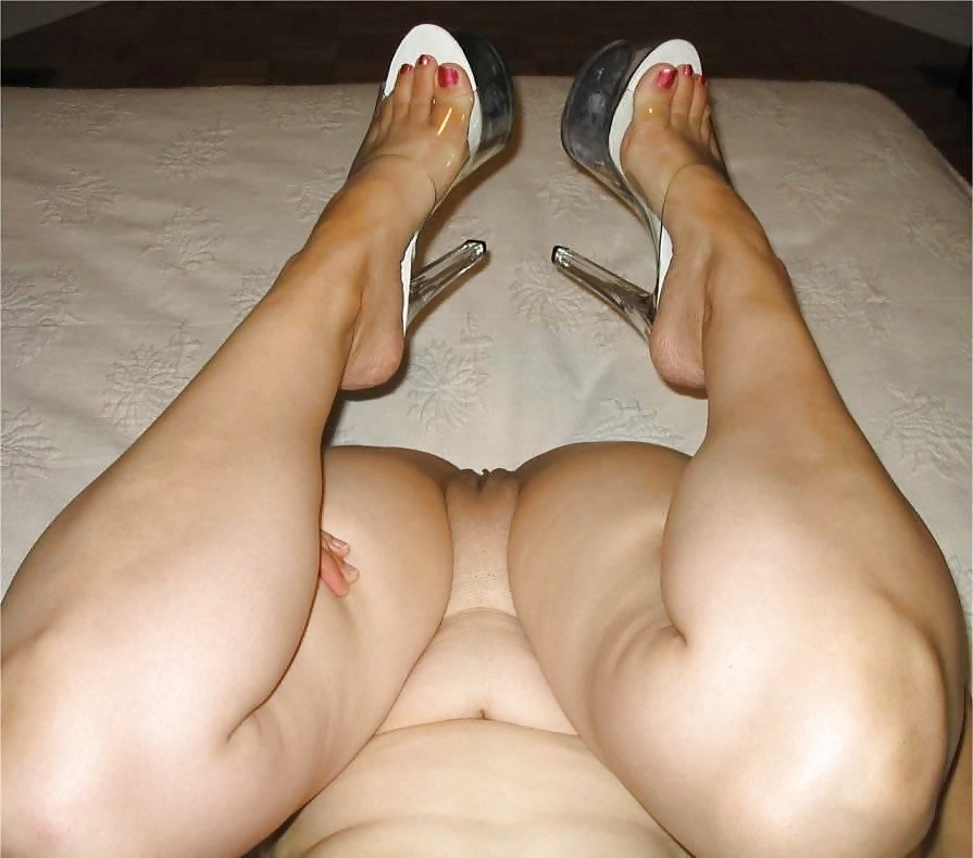 Mature feet chubby milf spread