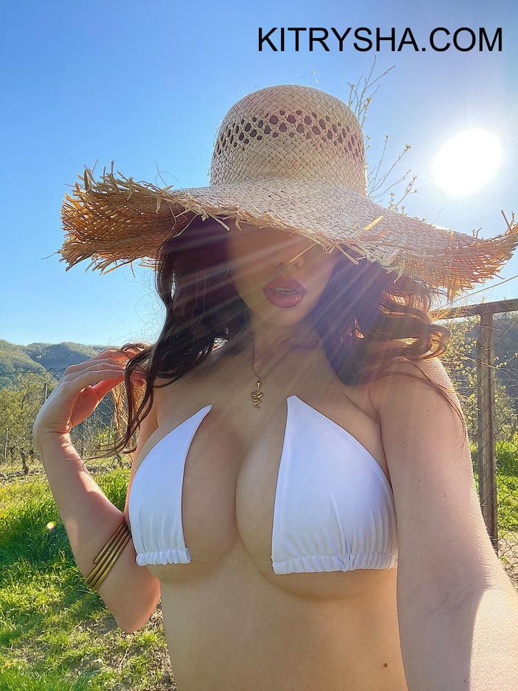 Hot Asian with Big Boobs - 9 Pics