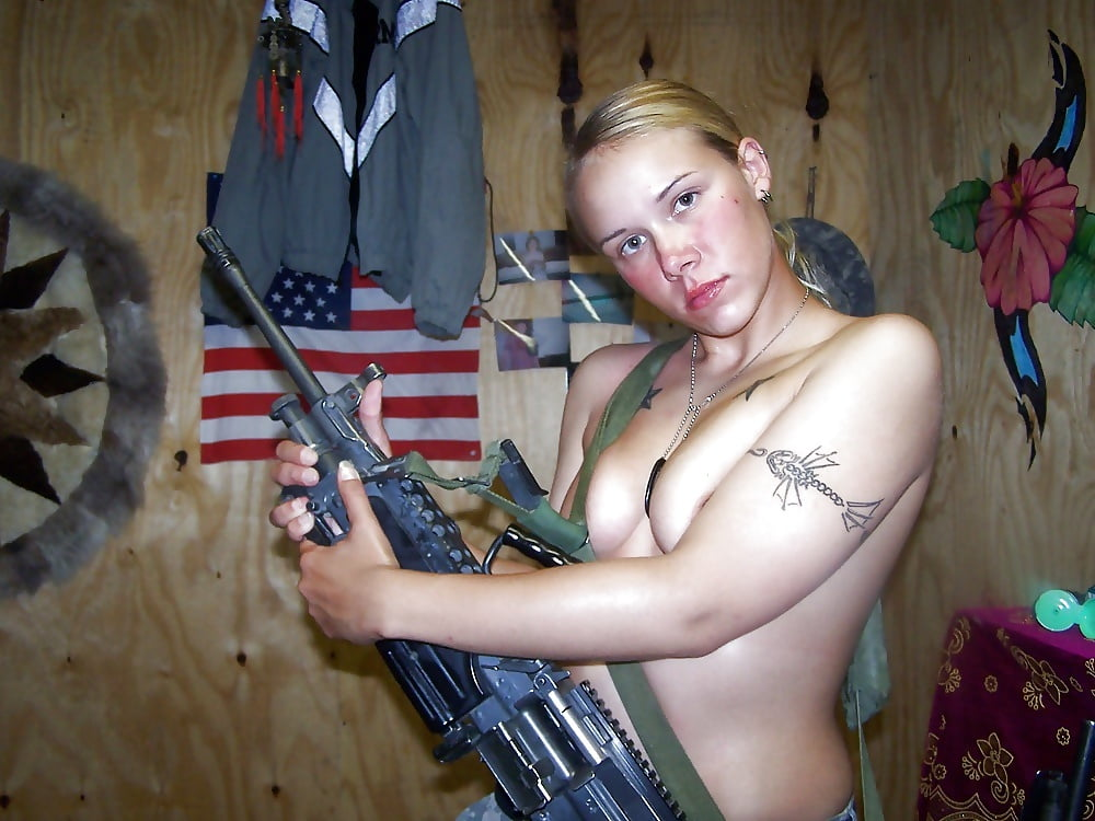 naked-us-army-girls