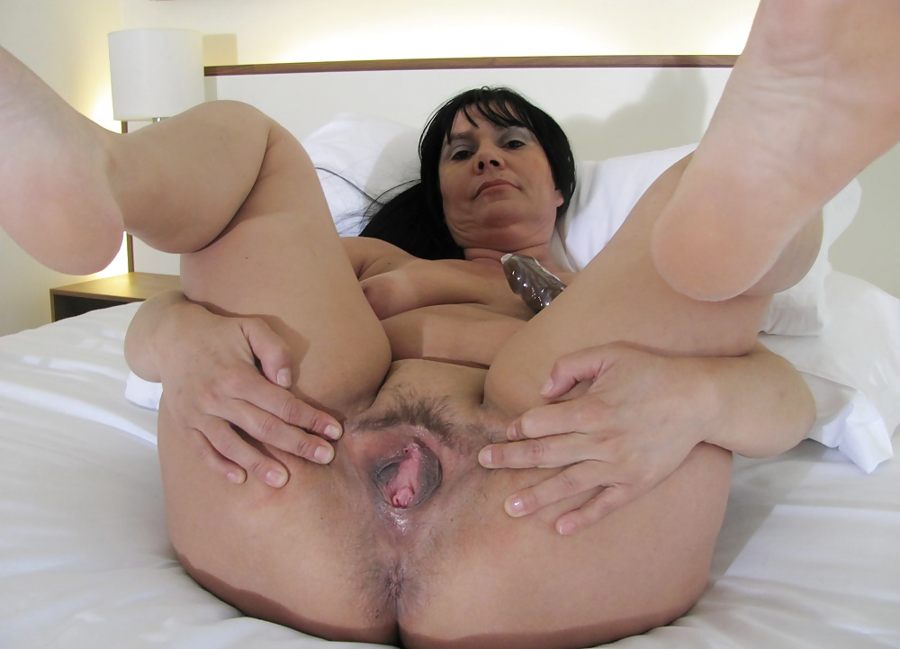 Hot horny mature pussy