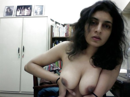 Sexy Paki Babe's Boobs