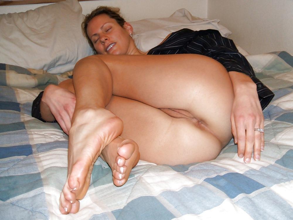 Amateur girls posing nude
