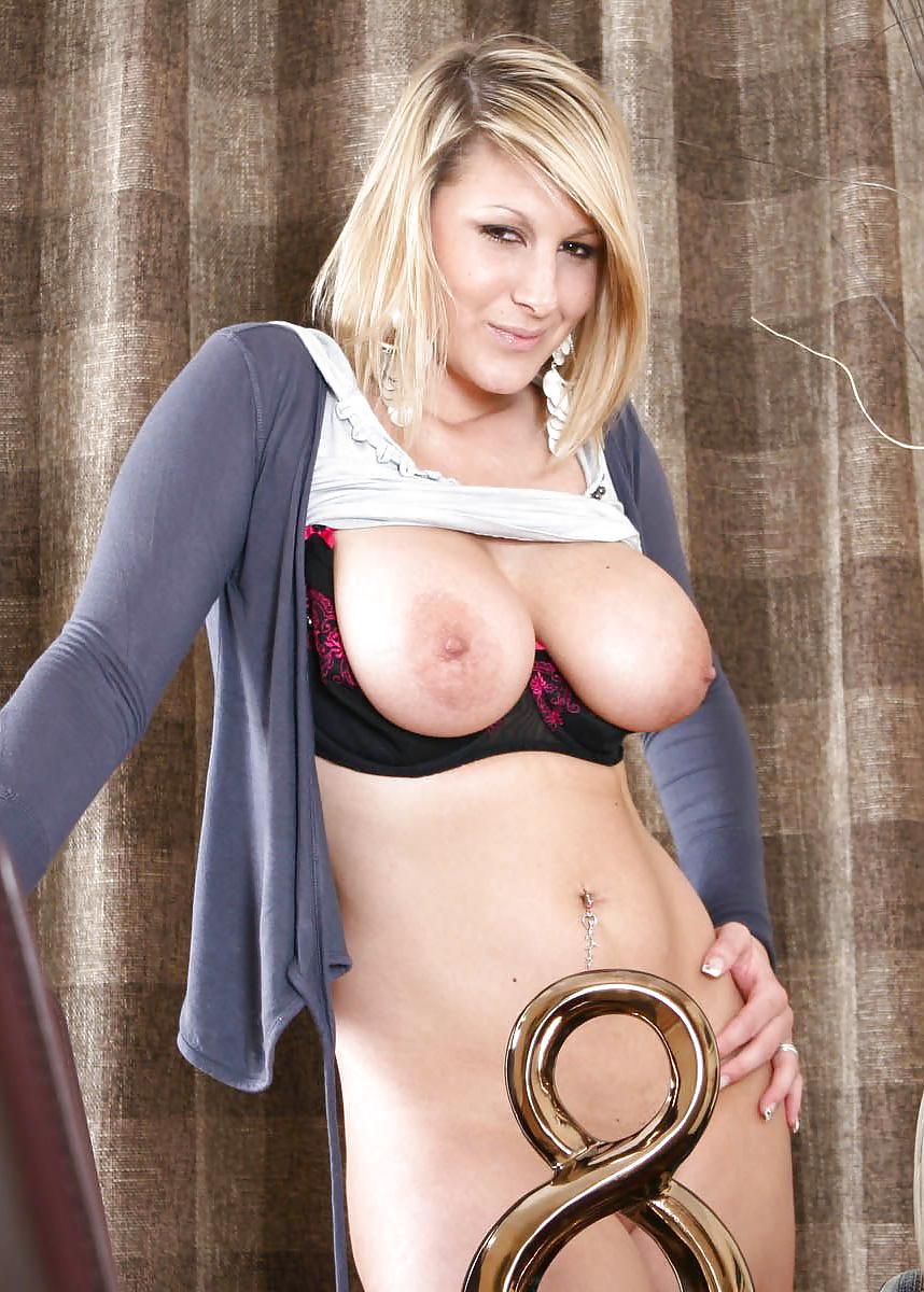 German xxx busty demi scott in tight corset