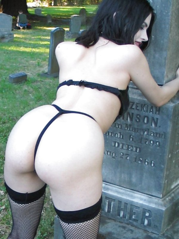 Sexy gothic girl nude