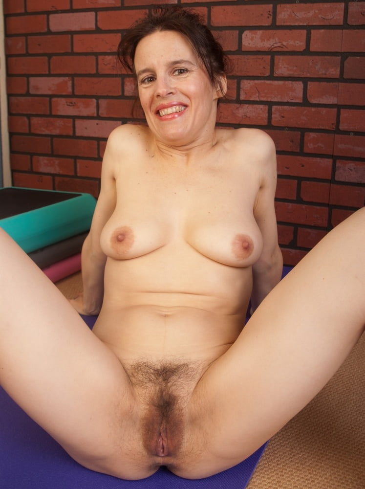 middle-aged-woman-pussy-hair-oil