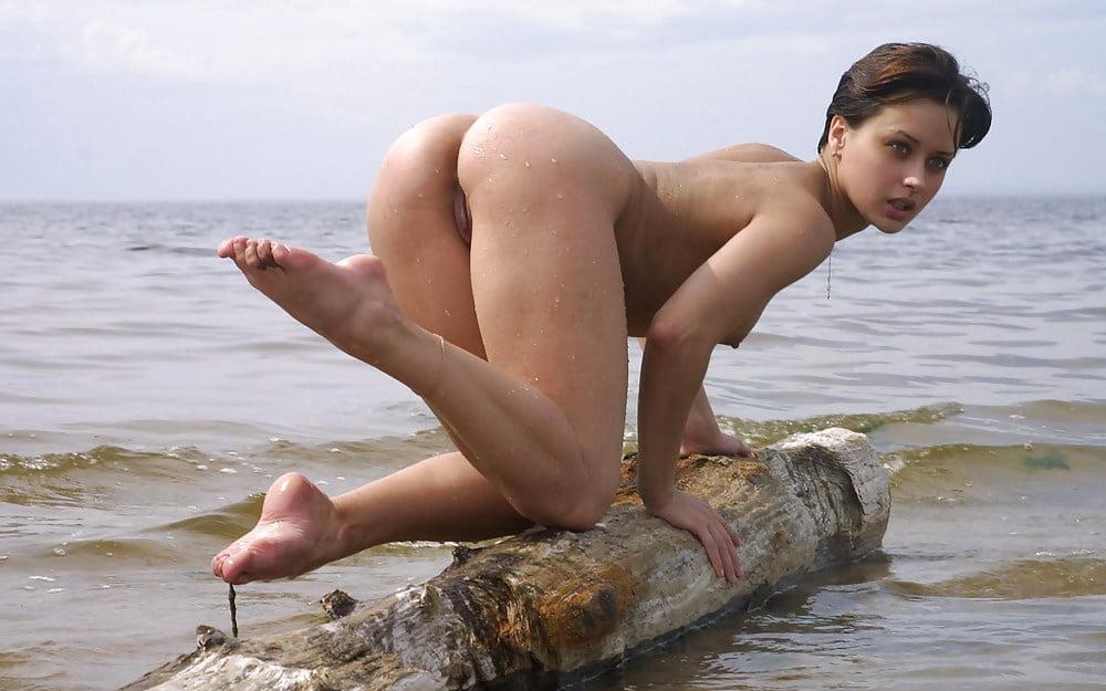 девчонки на пляже без трусов фото видео - 8