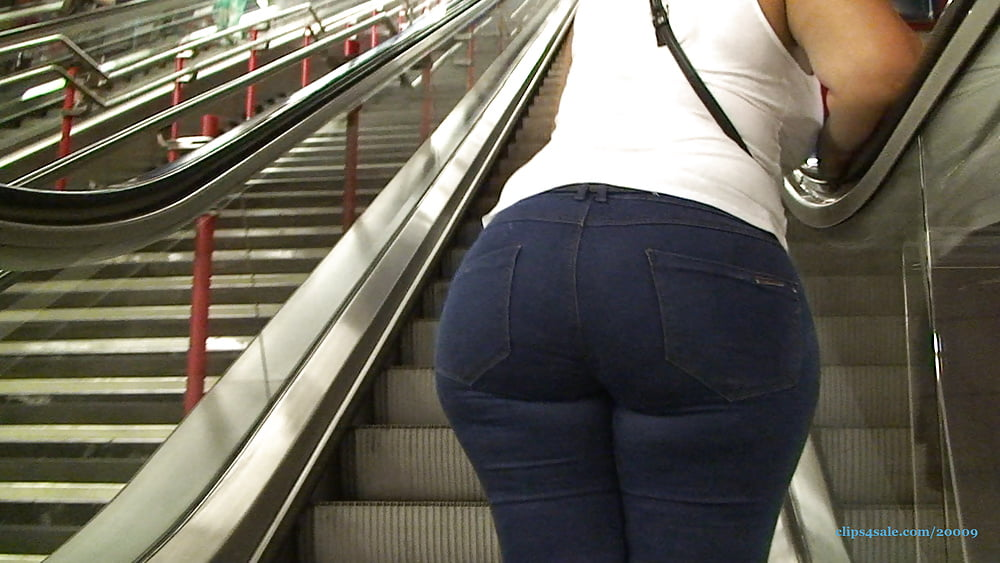 Big black booty in jeans