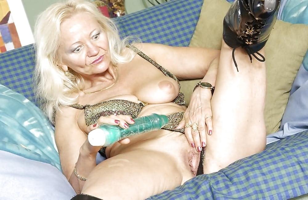 Порно старушки и их игрушки