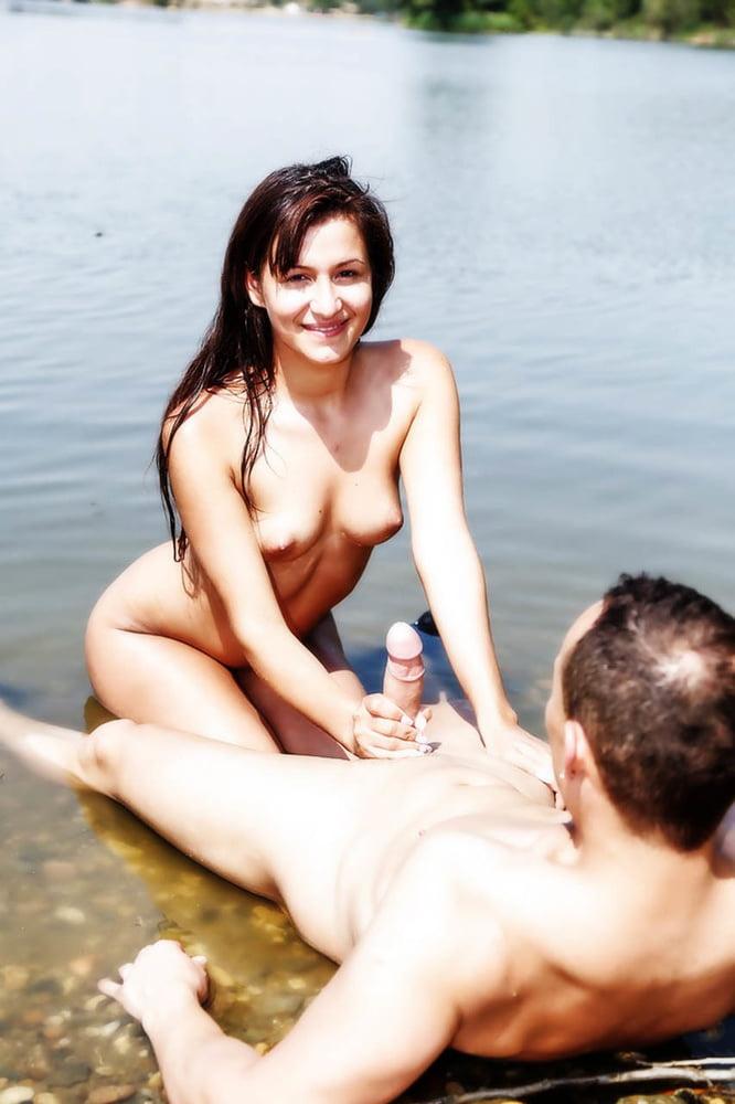 фото парочки голышом на речке еще повезло меня
