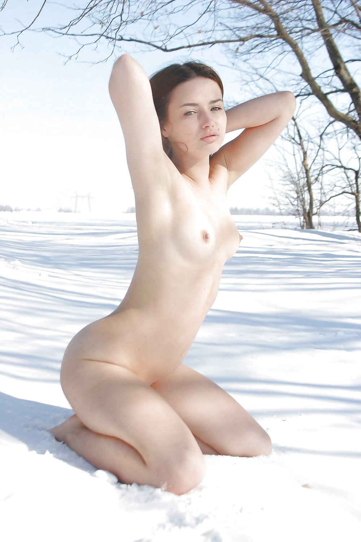 beautiful-nude-women-playing-in-the-snow-china-school-girls-nedu-photo