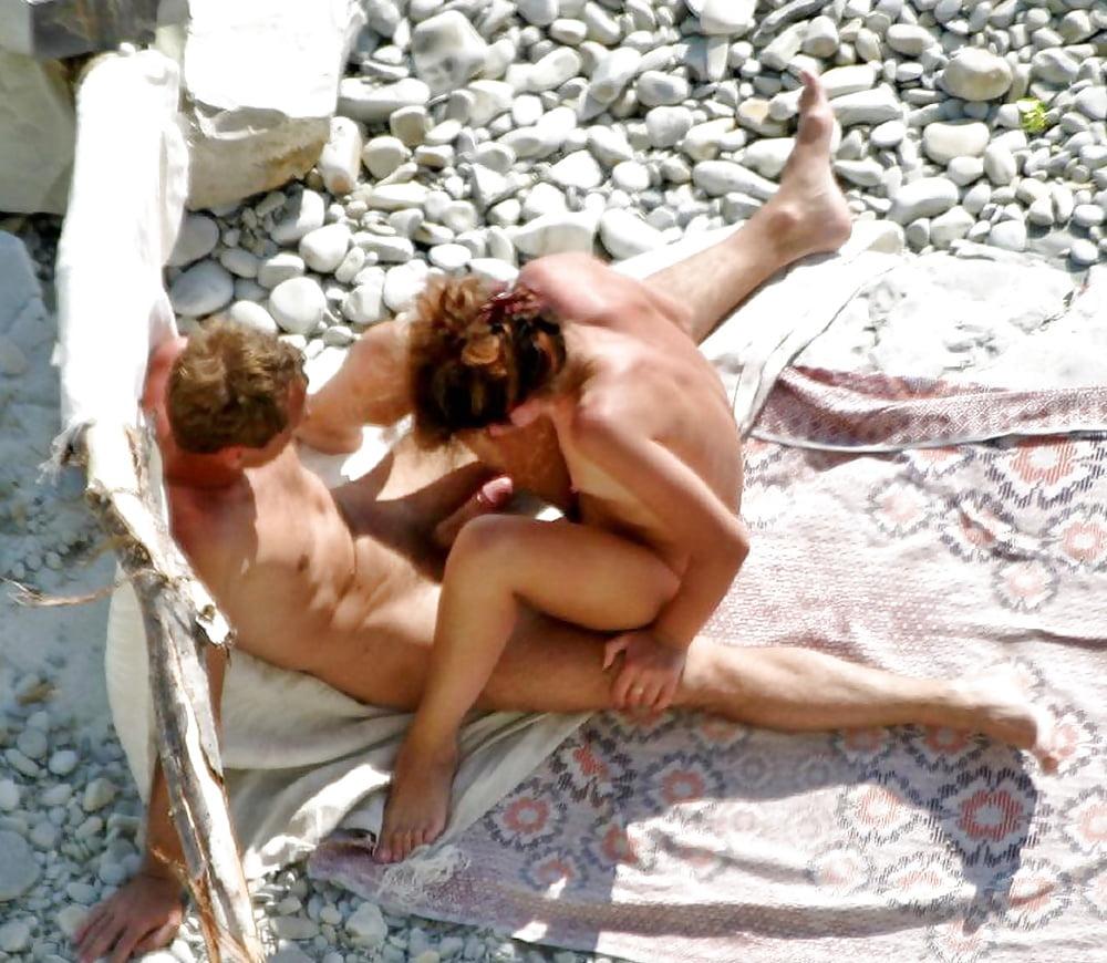 Подсмотренные порно фото на пляже, течка крупным мигом фото